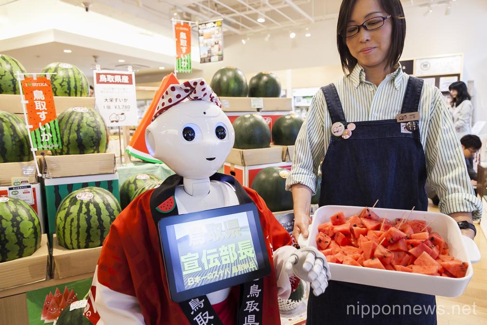 Robot working in Tokyo store