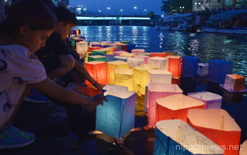 August 6, 2015, Hiroshima, Japan : People float colorful paper lanterns with message into the Motoyasu River in front of the Atomic Bomb Dome marking the 70th anniversary of the atomic bombing in Hiroshima, Japan, on August 6, 2015. (Photo by AFLO)