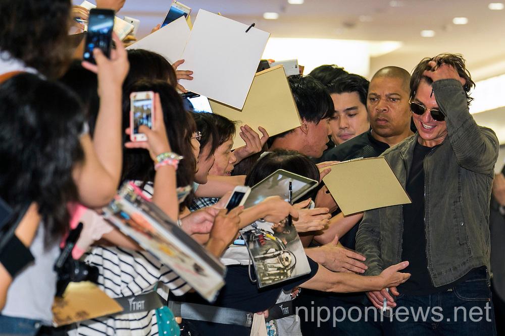 Tom Cruise Arrives in Japan
