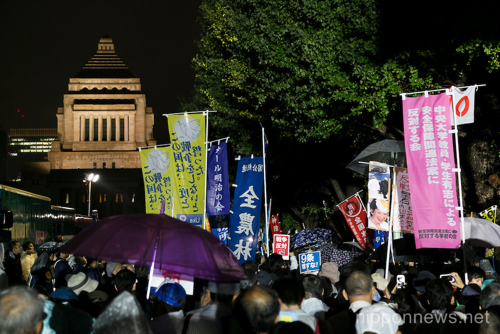 Protests inside and outside Japanese Diet as controversial security bills near law