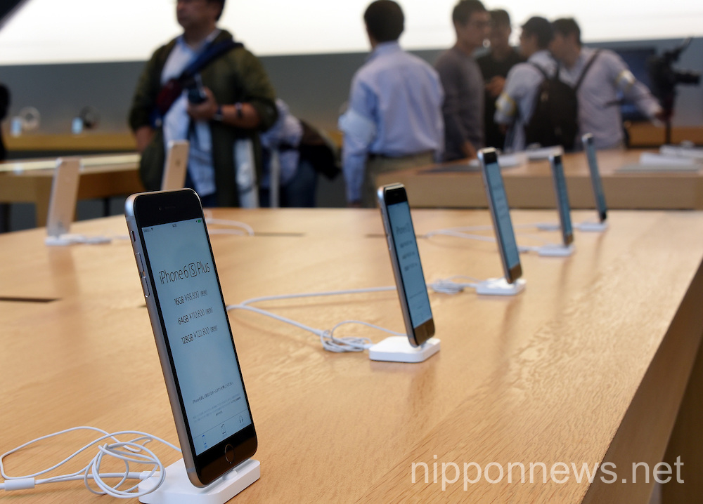 iPhone 6s and 6s Plus on sale in Tokyo