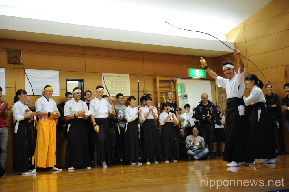 Saitama Criterium 2015 riders experience traditional Japanese culture
