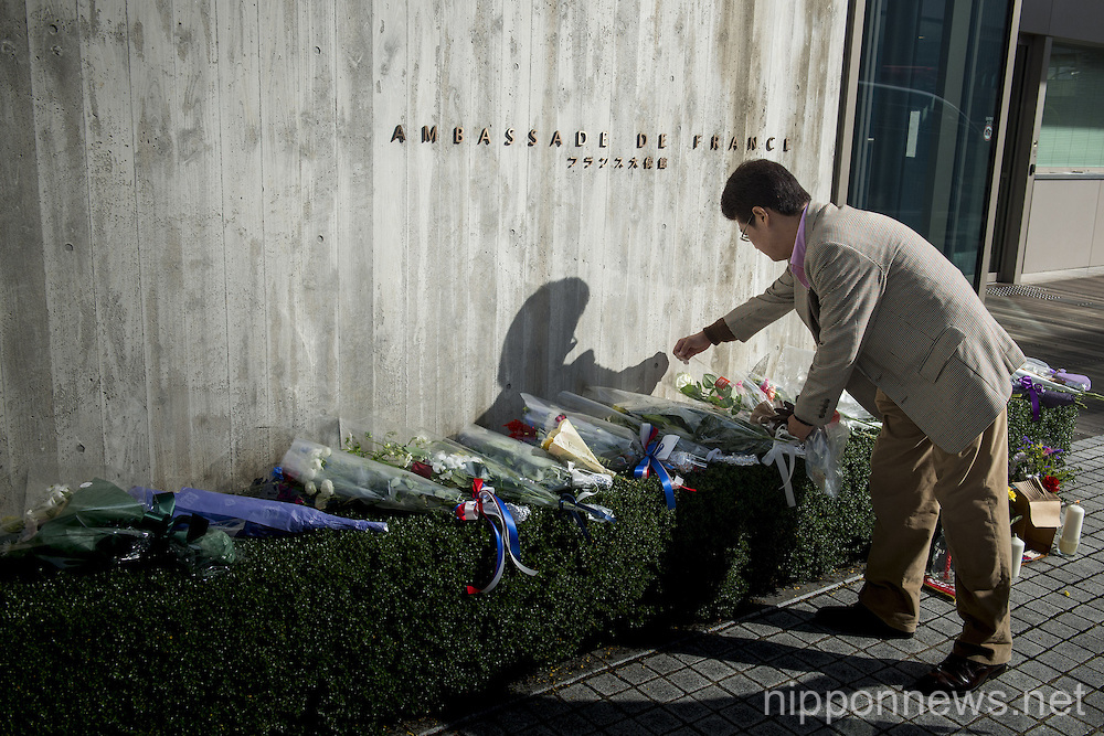 Japanese show solidarity with French after terrorist attacks in Paris