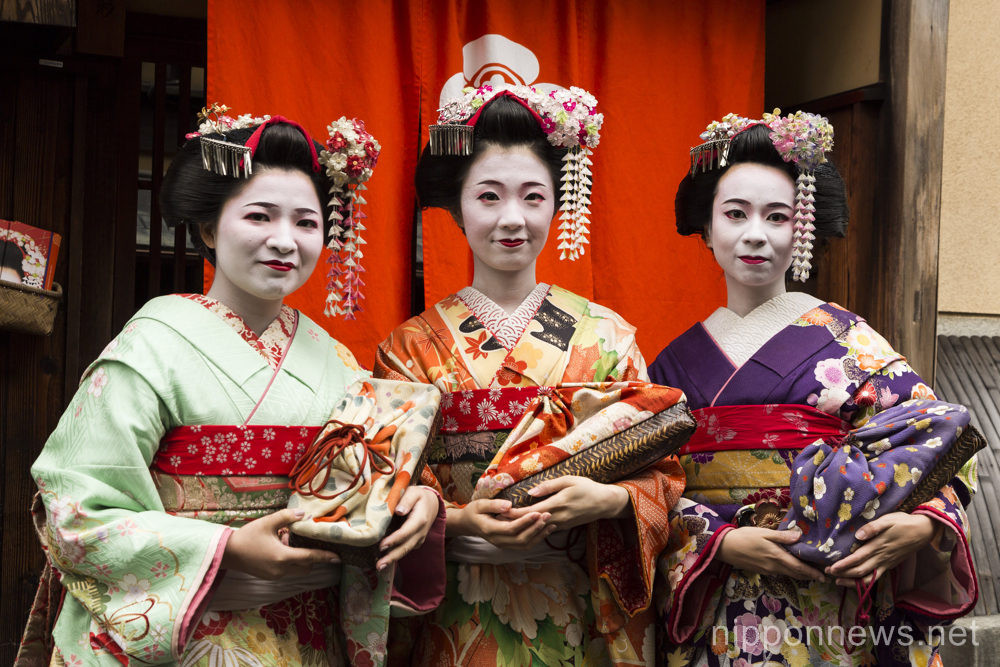 Kyoto visitors enjoy Kimono sightseeing
