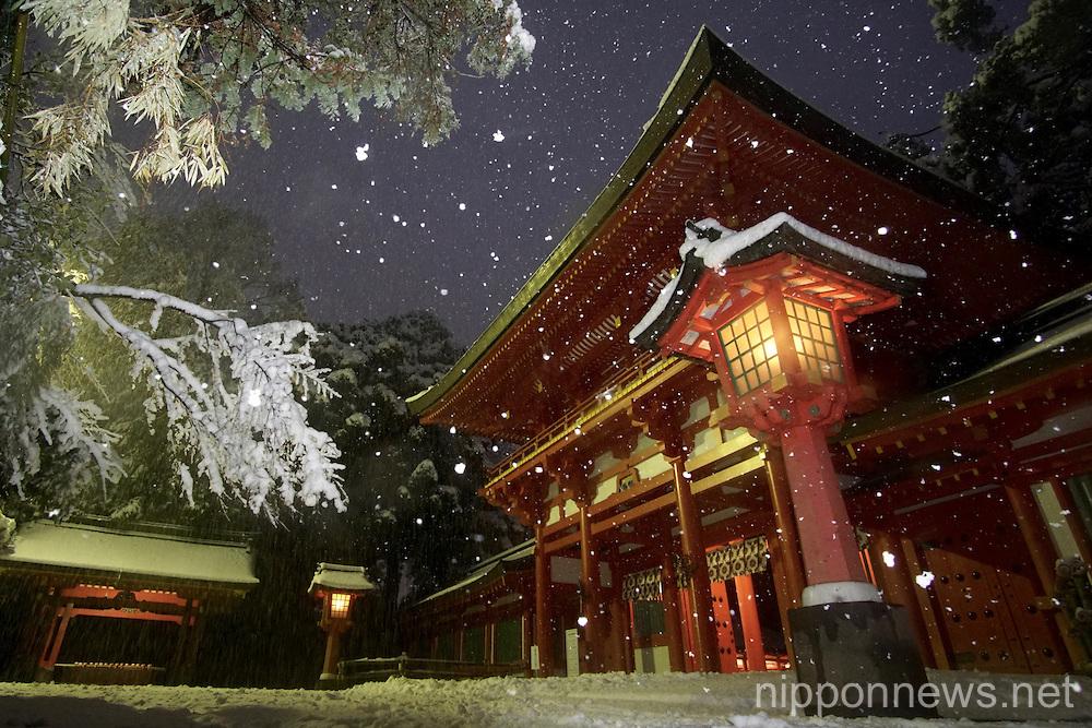 Heavy snowfall hits Tokyo area