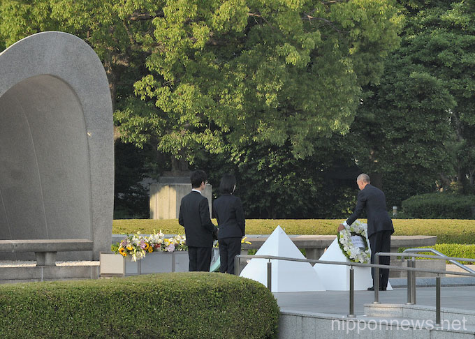 US President Barack Obama lays a wreath in front of the monument at the Hiroshima Peace Park during President Obama's historic visit to the city on May 27, 2016.  Photo by DUITS/AFLO