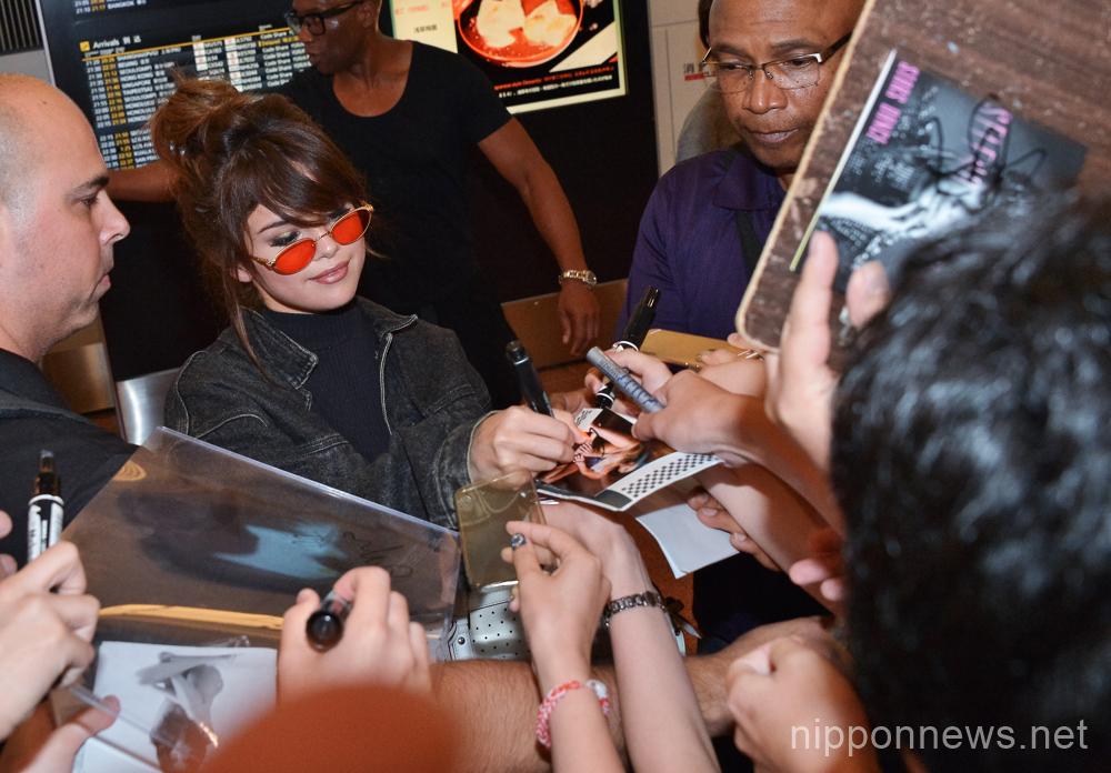 Selena Gomez arrives in Japan