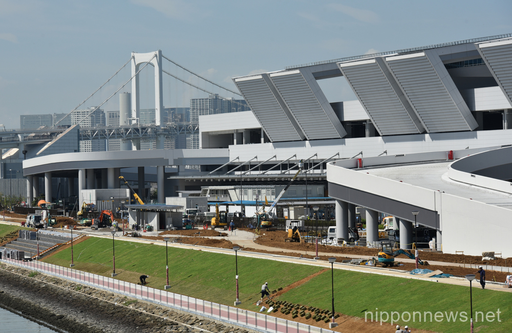 Construction continues at Toyosu site as Tsukiji Fish Market relocation plans put on hold
