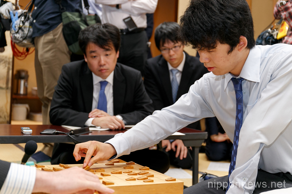 14 year-old shogi shogi player wins sixth group ranking match of Ryuo Tournament