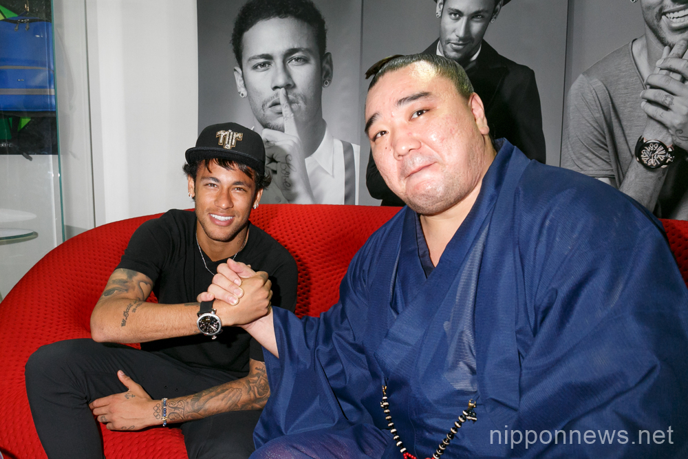 Neymar poses with sumo wrestler at GaGa Milano store in Tokyo