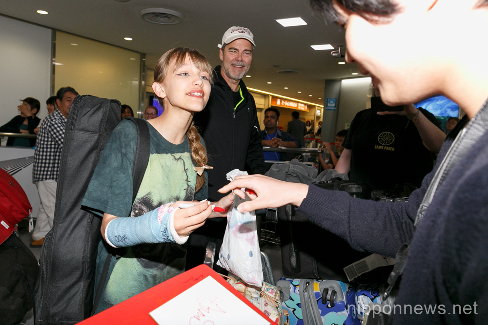 Grace VanderWaal arrives in Japan