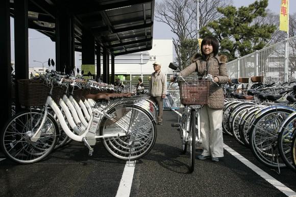 Solar Bike ParkingSolar Bike Parkingサンヨー電動ハイブリッド自転車ソーラー駐輪場完成